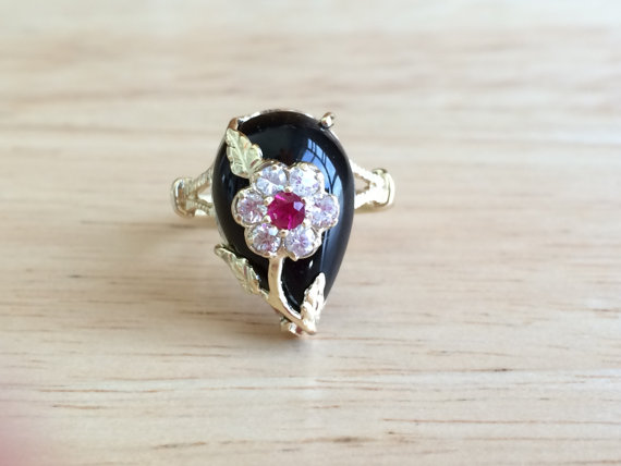 Mariage - Vintage 14kt Yellow Gold Black Onyx Ruby and White Topaz Ring - Size 6 3/4 Unique Alternative Engagement / Wedding Antique Jewelry