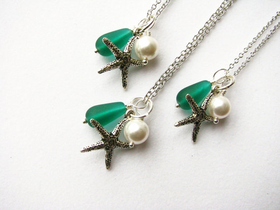 زفاف - Bridesmaid Necklaces in Green Beach Wedding Jewelry Green Wedding Starfish Necklaces Light Green or Emerald Kelly Green