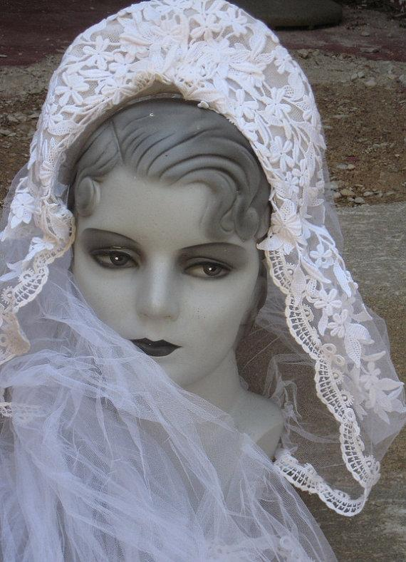 Свадьба - Here Comes The Bride Great Vintage Wedding Veil lace