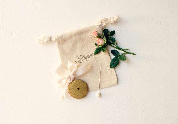 Hochzeit - Vintage bouquet charm, Wedding bouquet pin, Antique photo frame locket, Bouquet locket charm, Gold bouquet charm, Bridal accessory, Wedding