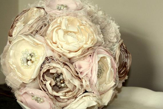 "Свадьба - Wedding bouquet, 10"" champagne cream and blush fabric flower alternative bridal bouquet"