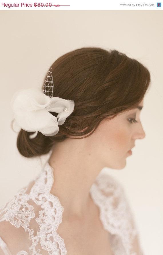 Hochzeit - Schneeflocke Soft bloom rose headpiece bridal veil comb illusion bridesmaid bride wedding feminine birdcage white ivory cream crystal flower