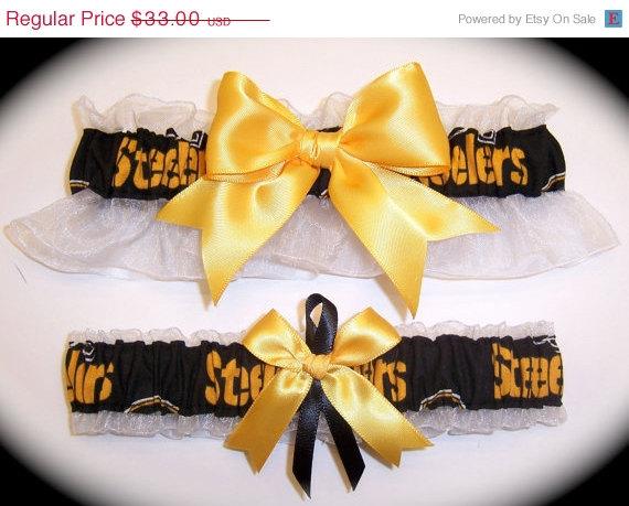 Свадьба - ON SALE Handmade Wedding Garter Set Pittsburgh Steelers Keepsake and Toss Bridal gb1