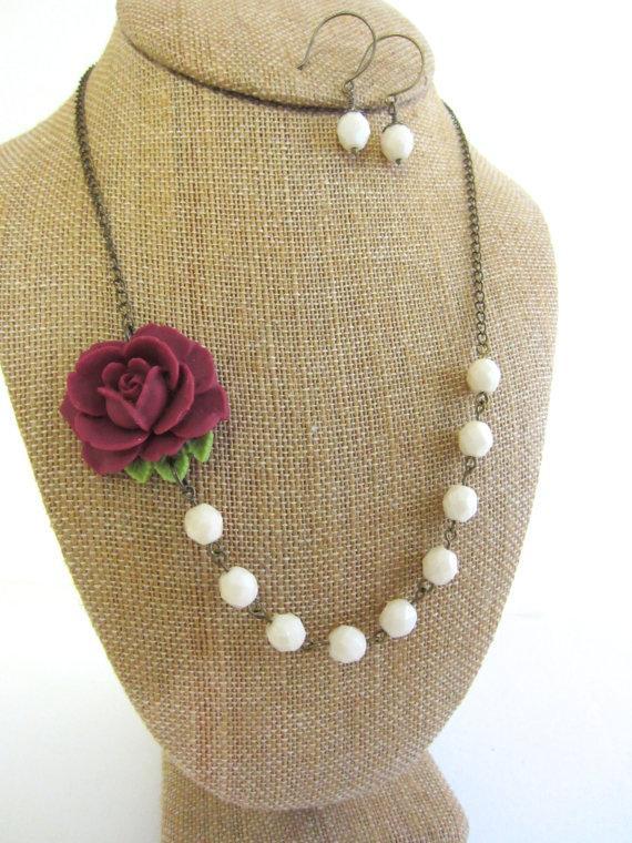 Свадьба - Set of 7 Bridesmaid Jewelry Burgundy Necklace Flower Necklace Statement Necklace Burgundy Wedding Rose Necklace Rustic Wedding