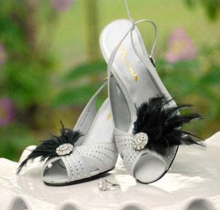Hochzeit - Black & Silver Shoe Clips. White Ivory Blue Feathers Rhinestone. Bride Bridal Bridesmaid Couture, Ebony Wedding Birthday Statement Burlesque