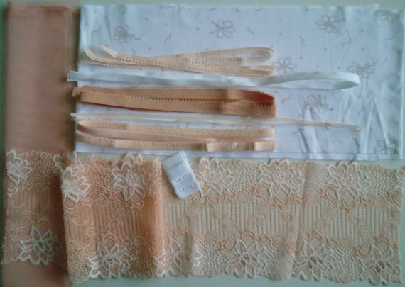 Свадьба - DIY BRA Kit White & Apricot BOWS by Merckwaerdigh