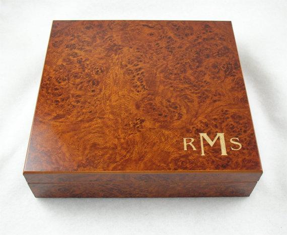 Hochzeit - Set of 4 Monogramed Cigar Humidor for Groomsmen - Burl or Cherry Finish - 20 Cigar Capacity - Qty of 4