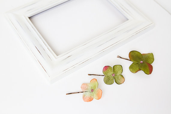 Свадьба - natural green blossom hair pin set of three // whimsical headpiece, garden party, vintage inspired, bobby pins, hair accessory