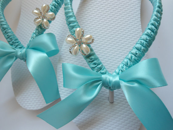 Mariage - Bridal flip flops Bridal gift, wedding gift, Blue bridal shoes, beach wedding shoes, beach wedding flip flops, decorated flip flops