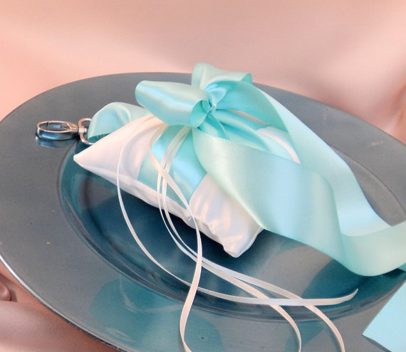 Свадьба - Pet Ring Bearer Pillow...Made in your custom wedding colors...shown in ivory/aqua