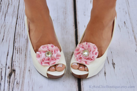 Свадьба - Pink Shoe Clips - Wedding, Bridesmaid, Date Night, Party, Everyday wear