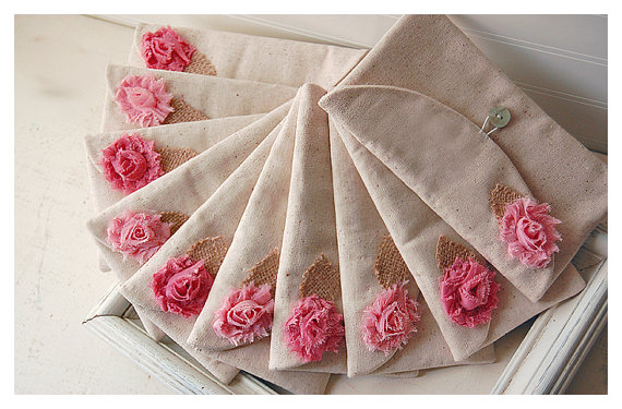 Свадьба - Set of 8 -ONE BAG FREE- Bridesmaid Clutch Purse, burlap shabby Linen, Bridesmaid Gift, Wedding purse clutch raw linen Personalize MakeUp