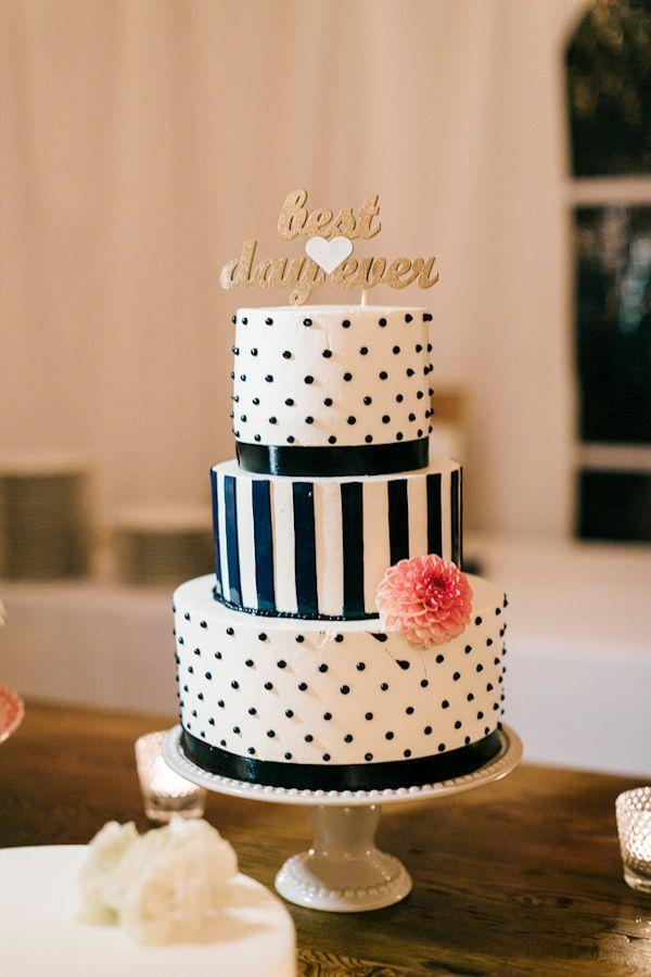 Hochzeit - 10 Nautical Wedding Cakes {Too Pretty, You May Not Want To Eat!)