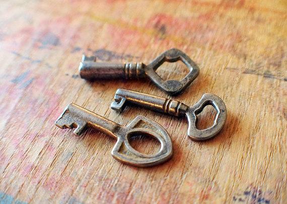Wedding - Tiny Antique Key Trio
