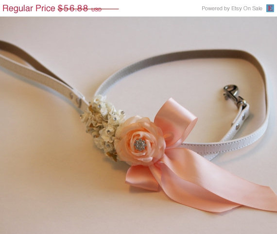 Свадьба - Peach Floral dog Leash, Wedding accessory, High quality Leather, Peach wedding accessory, Dog Leash