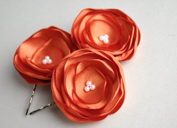 Свадьба - Orange Flower Hair Clips, Burnt Orange Flower Hair Pieces, Orange Wedding Accessory, Flower Hair Pins, Bridesmaid Hair Clip, Flower Girl