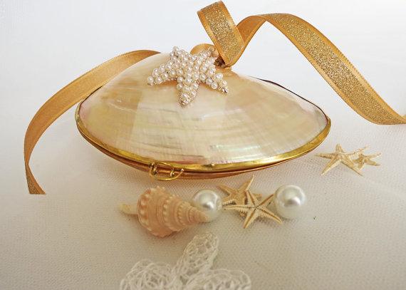 mermaid 39 s ring box engagement ring box upcycled shell box sea shell ring bearer beach wedding. Black Bedroom Furniture Sets. Home Design Ideas