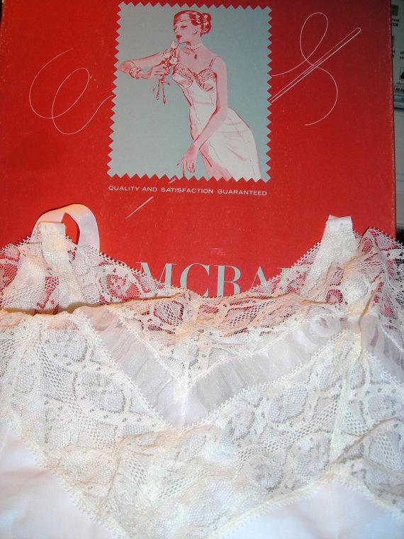 Свадьба - Vintage Loomcraft White Lace Slip In Box...1950's......Ladies Lingerie