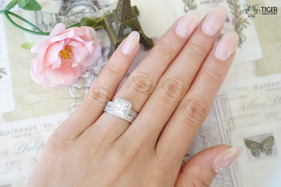 Mariage - 1.5 carat Princess Engraved Halo Engagement Bridal Ring And Wedding Band, Man Made Diamond Simulant, Wedding, Sterling Silver, Wedding