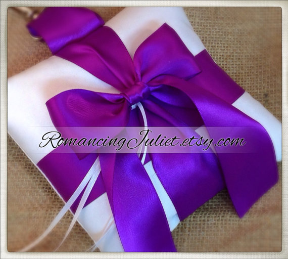 Свадьба - Pet Ring Bearer Pillow...Made in your custom wedding colors...shown in white/royal purple