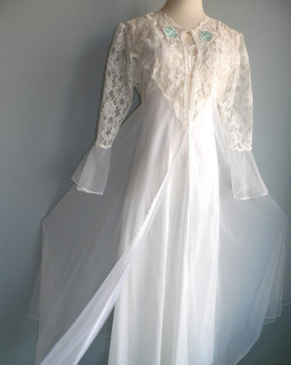 Nozze - Superb White Lace Nylon Chiffon Negligee Nightgown and Robe Set, size M, vintage Bridal Lingerie by Undercover Wear