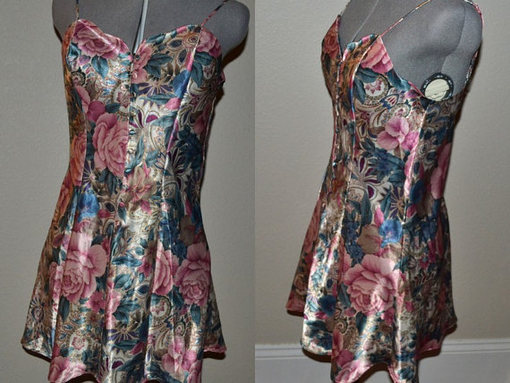 Свадьба - VINTAGE Victoria's Secret  80s pink green blue undergarment foundation slip night gown size S  Wedding Lingerie  floral design front buttons
