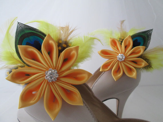 Свадьба - Wedding Shoe Clips, Golden Yellow Kanzashi Flower Shoe Clips, Peacock Feather Shoe Clips, Yellow Bridal Shoe Accessories, Wedding Shoes