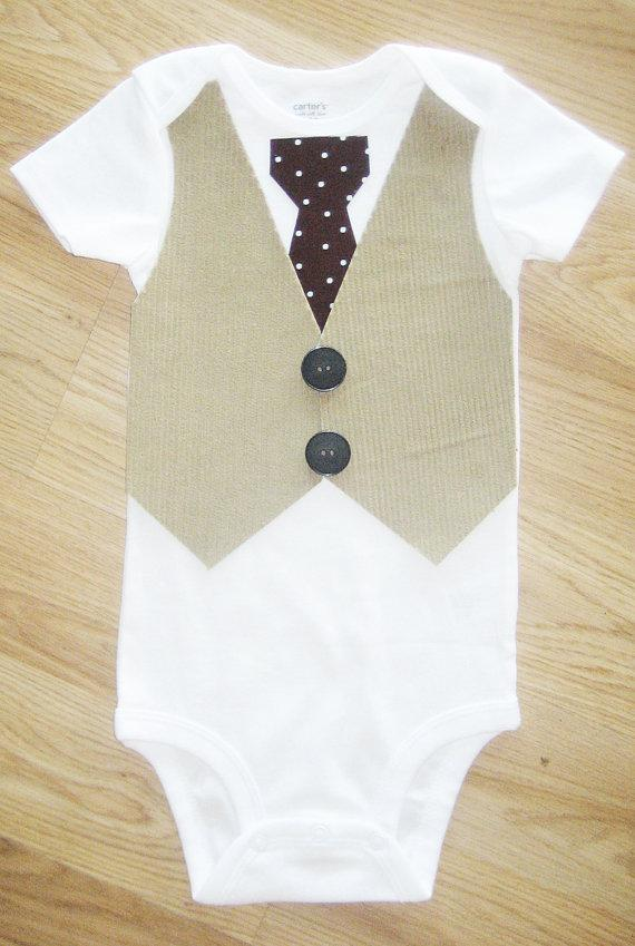 Mariage - Baby boy 1st birthday outfit Bow tie with vest bodysuit Infant bow Tan Corduroy Vest with polka dot Tie  Baby Bowtie Baby Ring bearer tuxedo