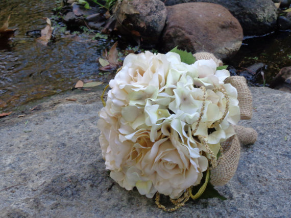 Wedding - Bridal bouquet in cream hydrangea and roses