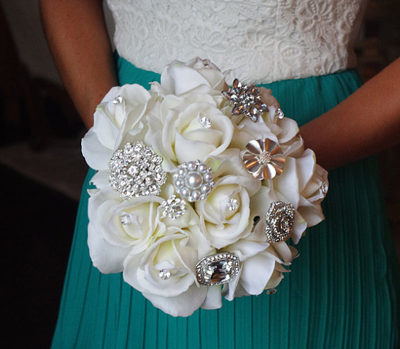 Mariage - Silk Brooch Wedding Bouquet - Natural Touch Roses and Brooch Jewel Bride Bouquet - Rhinestones