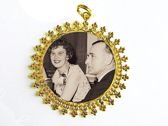 Hochzeit - Gold Memorial Bouquet Photo Charm #31, CUSTOM Round Shiny Gold Wedding Memory Pendant Keepsake