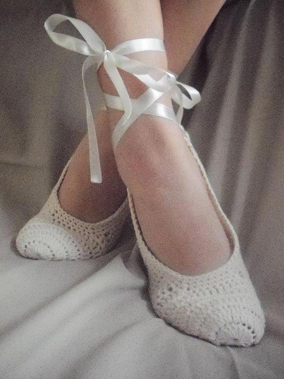 Свадьба - Bridal wedding shoes dance  Swan black  women and girl crochet  home slippers The used four seasons