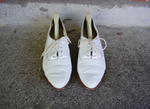 Mariage - Vintage Womens Size 7.5 Snap By Calico Lace Up Oxfords Oxford White Leather Shoes Dress Casual Wedding Summer Boho Hippie Preppy Hipster