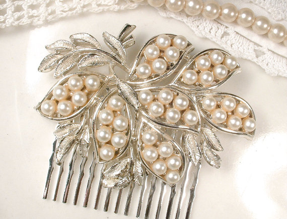 Свадьба - Sash Brooch OR Hair Comb, Ivory Pearl Bridal Silver Pin or OOAK Hairpiece, Floral Leaf Bridal Accessory Vintage Modern Wedding, 1950s Retro