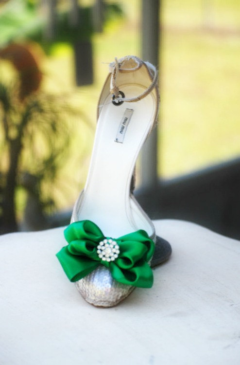 Свадьба - Shoe Clips Bow Kelly Green. Yellow Tangerine Orange Blue Purple Red. White Ivory Pearl / Rhinestone. St Patricks Day Bright Satin Ribbon Bow