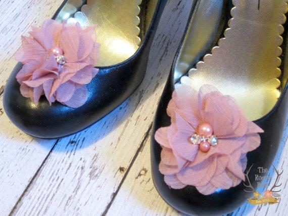 Mariage - Dusty Rose Pink Chiffon Flower Shoe Clips. Wedding Bride Bridesmaid Flower Girl Pearl Rhinestone Bridal