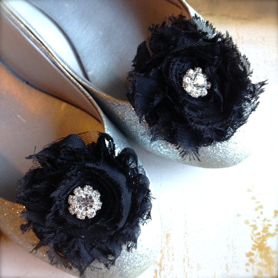 Hochzeit - Shabby chic shoe clips in red, pink, navy, black, mocha with rhinestone centers. Choose from over 70 colors. Perfect for a chic French look.