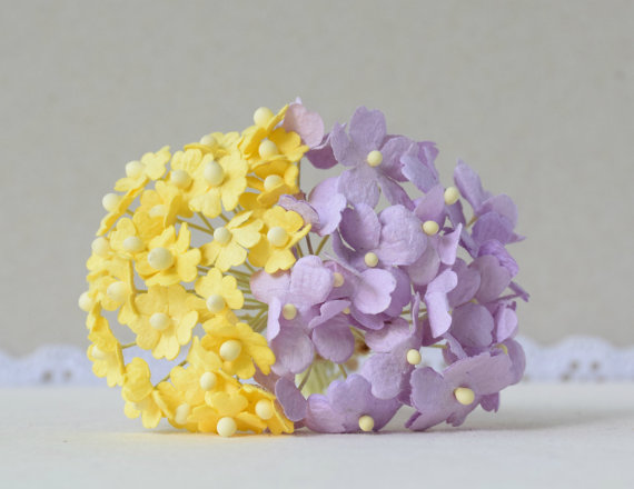 Mariage - 40  10  mm  Yellow  Paper Flowers / 15 mm   Lilac Paper Flowers