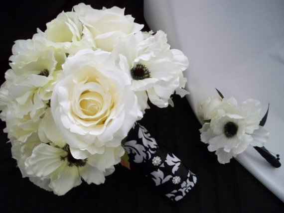 Hochzeit - Damask Bouquet with Cream/white Roses and Silk Anemones