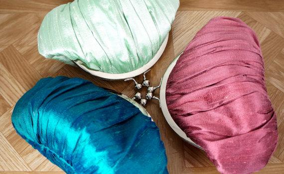 Mariage - Custom silk clutch purse, silk wristlet, your custom wedding flowers, wedding clutch, bridesmaid clutch bag, bridesmaid gift