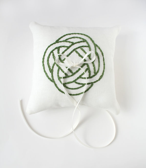 Mariage - Green Celtic Knot, Wedding Ring Pillow, Ring Bearer Pillow