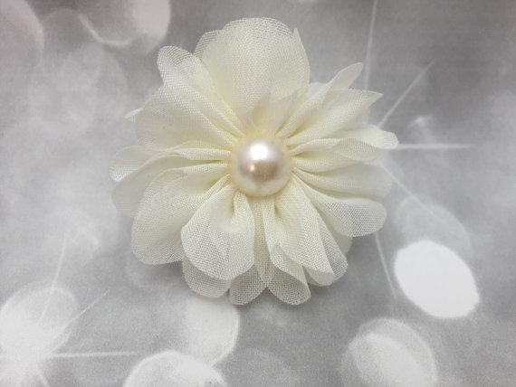 Свадьба - Ivory Wedding Chiffon Flower with Pearl Fluffy Floral Pet Collar Flower - Cat Dog Accessory