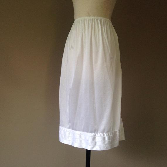 Wedding - M / Half Skirt Slip Lingerie / White Nylon / By Mel-Lin / Size Medium / FREE Shipping