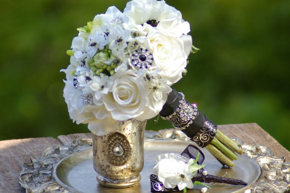 زفاف - Black and White  Anenome with brooch Silk Wedding Bouquet and FREE Boutonniere