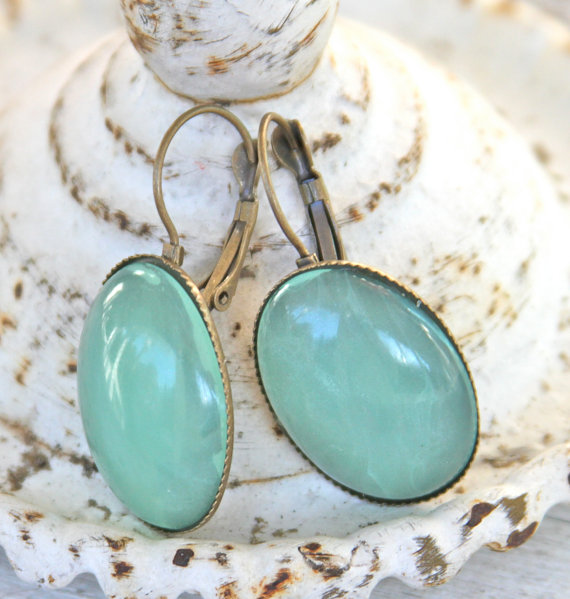 Mariage - Vintage Mint Green Jade Oval Glass Scalloped Antiqued Brass Lever Back Drop Dangle Earrings - Wedding, Bridesmaids, Beach