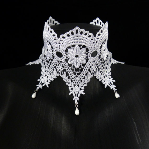 Mariage - White Lace Choker - Wide and beaded - Bridal, Wedding, Ice queen, Lingerie, Boudoir, Keyhole