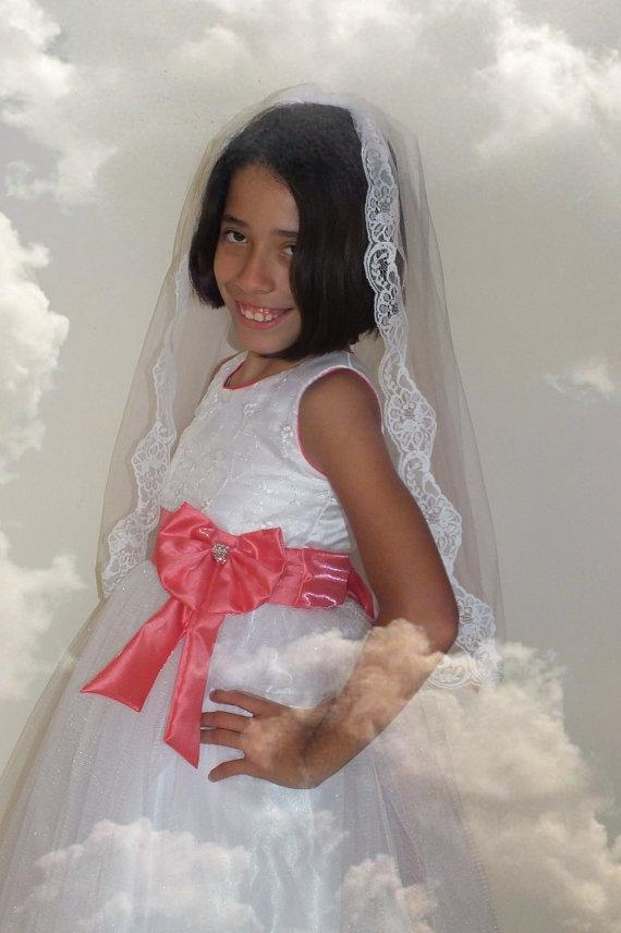 Свадьба - Bridal veil with lace , traditional veil, tulle veil, summer veil, short veil, flower veil,lace veil,First Communion Veil