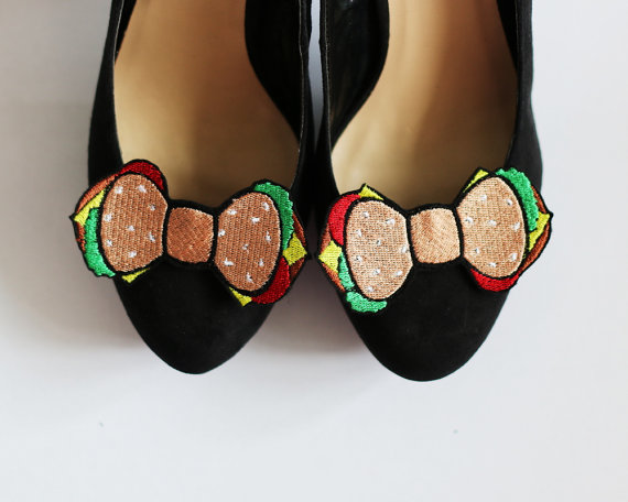Свадьба - Burger Bow Shoe Clips, Junk Food Accessories