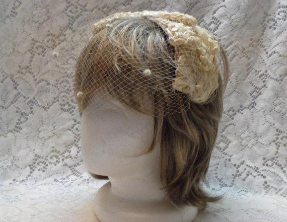 Mariage - Vintage Hat with Veil White Half Hat  1950's Fashion Accessory Wedding Veil Rockabilly Layered Bows Headband