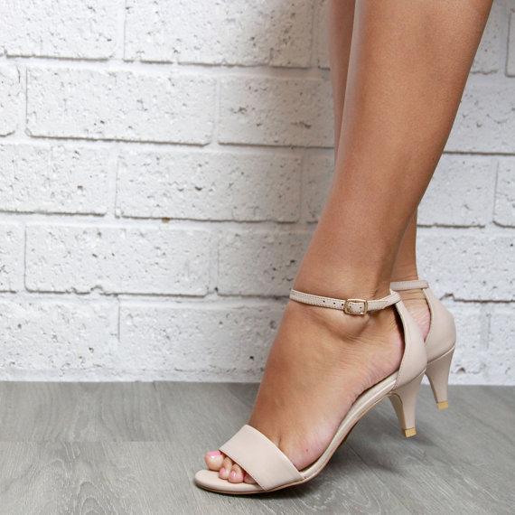 Mariage - Ladies Nude leather Kitten Heel shoes. Low heels. Perfect party or wedding shoes: 'True Romance Kitten Heel Nude'